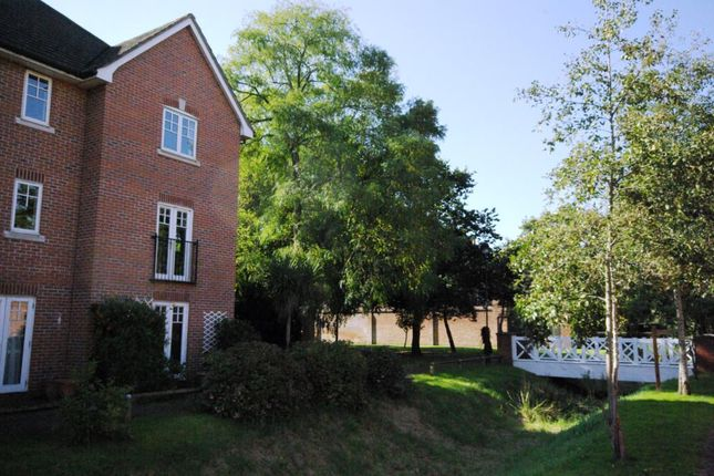 4 bed end terrace house to rent in Boardwalk Way, Marchwood, Southampton, Hampshire SO40