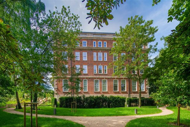 Thumbnail Flat for sale in Cholmeley Park, London