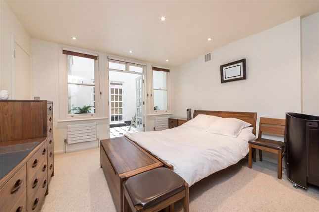 Master Bedroom of Queens Gardens, Lancaster Gate, London W2