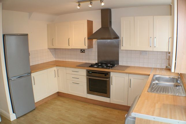 3 bed town house to rent in Maori Avenue, Hucknall, Nottingham