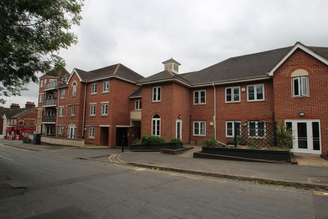 Thumbnail Flat to rent in Coningsby Road, High Wycombe