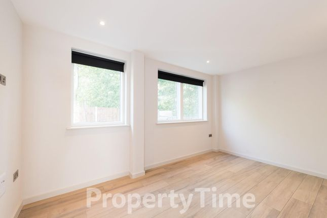 Thumbnail Flat to rent in Blythwood Road, London