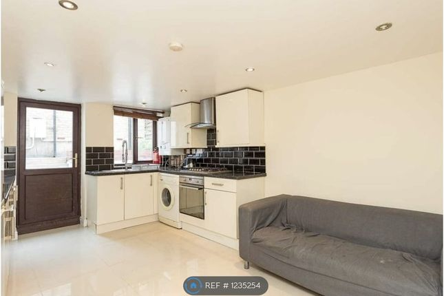5 bed semi-detached house to rent in New Cross Road, London SE14