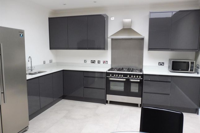 Thumbnail Penthouse to rent in Thorpe Road, Longthorpe, Peterborough