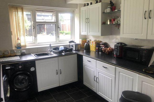 Kitchen - 38 Wykbeck