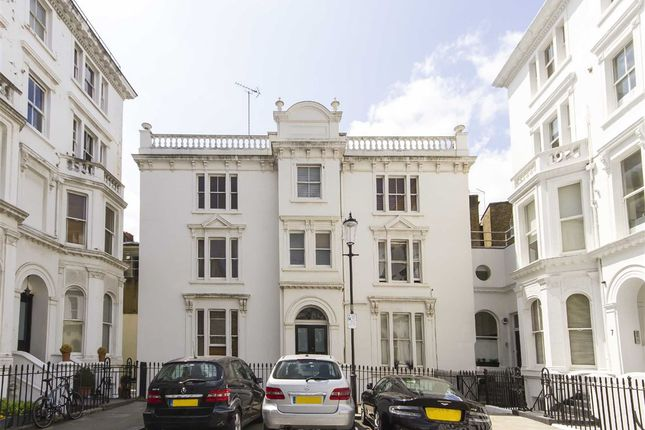 Studio to rent in Strathmore Gardens, London