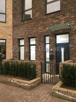 Thumbnail Property for sale in Williamsburg Plaza, Canary Wharf