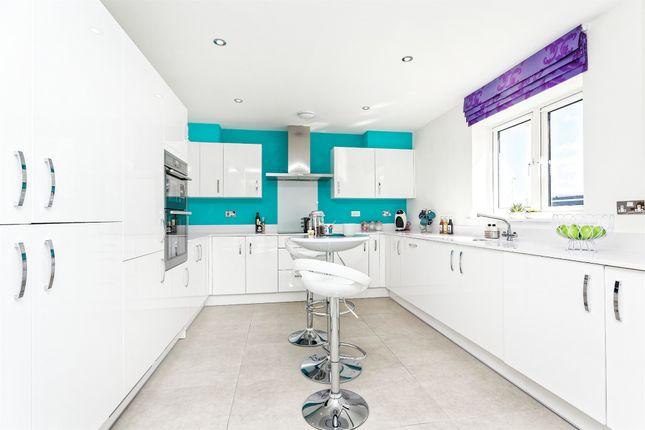 5 bedroom detached house for sale in Broadmere Road, Beggarwood, Basingstoke