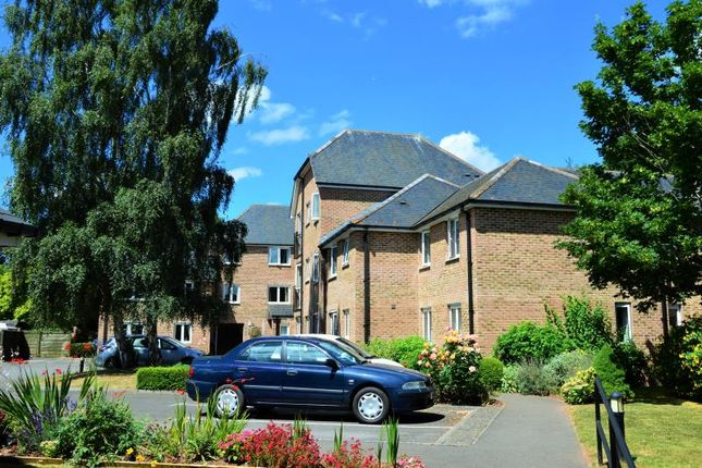 Thumbnail Flat for sale in Avongrove Court, Taunton, Somerset