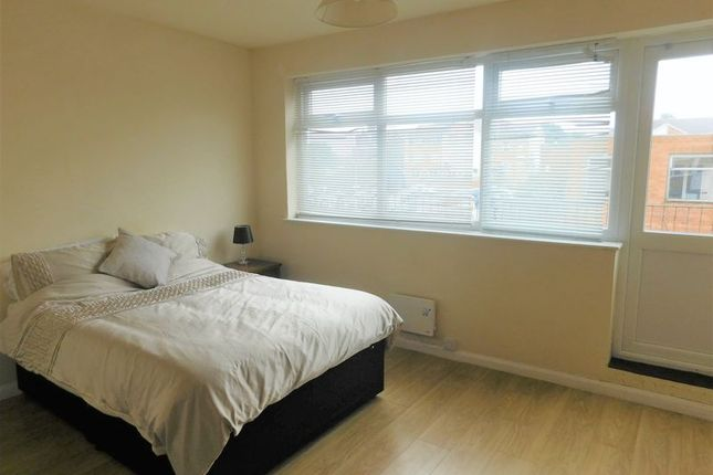 3 bed shared accommodation to rent in King Street, Sutton-In-Ashfield NG17