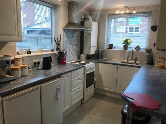 Thumbnail Flat to rent in Queens Crescent, Southsea