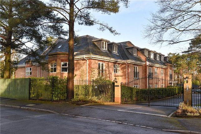 Thumbnail Flat for sale in Wellington Mansions, Ardwell Close, Crowthorne