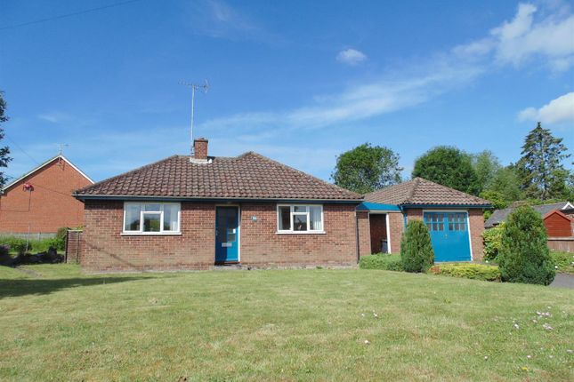 Thumbnail Detached bungalow to rent in Newbury Street, Lambourn, Berkshire