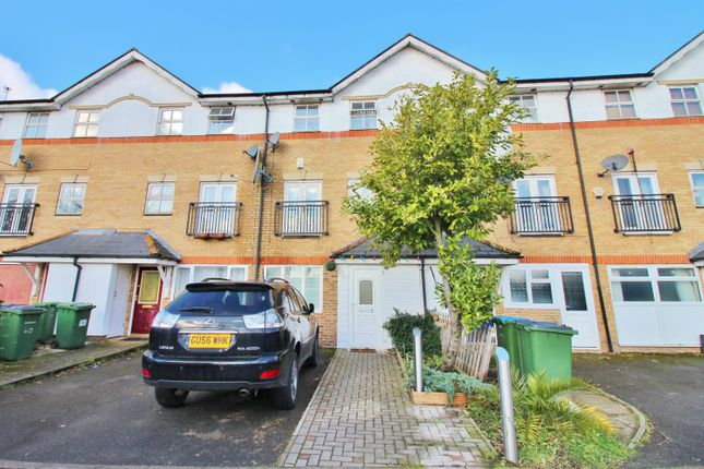 Thumbnail Town house for sale in Lakeside Avenue, Thamesmead, London