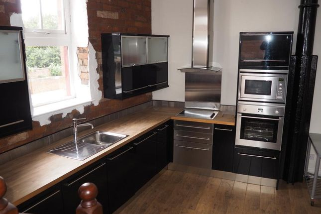 Thumbnail Flat for sale in Lister Court, High Street, Hull