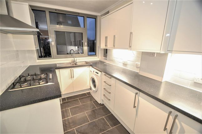 Flat in  Holly Tree Close  London S Putney