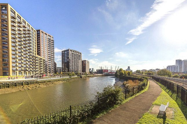 Picture No. 11 of London City Island, London E14