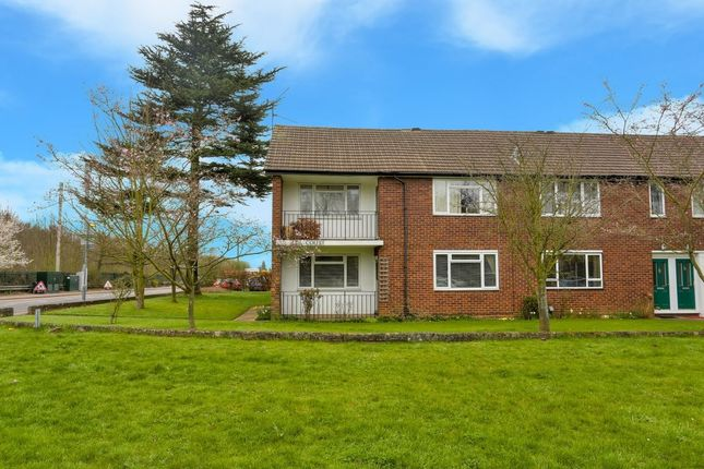 Thumbnail Flat to rent in Lea Court, Harpenden, Hertfordshire