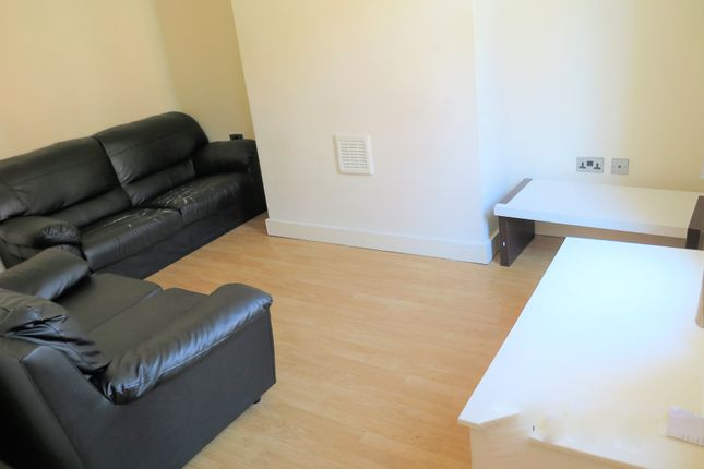 Thumbnail Terraced house to rent in Harold Mount, Leeds