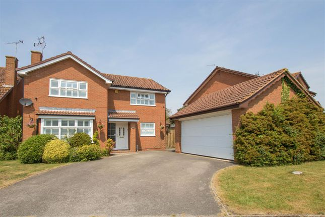 Thumbnail Property for sale in Elizabeth Close, Aylesbury