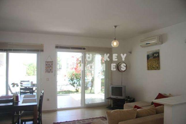 Yalikavak Apartment - Minutes From Palmarina - Living Area With Terrace Access