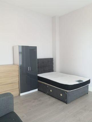 Studio to rent in Urmston Lane, Stretford M32