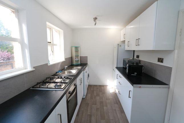 2 bed flat to rent in Hill Crest, Upper Brighton Road, Surbiton KT6