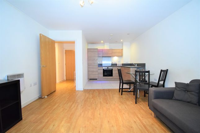 1 bed flat to rent in Commercial Road, London E14
