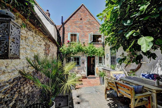 Thumbnail Terraced house for sale in Couching Street, Watlington