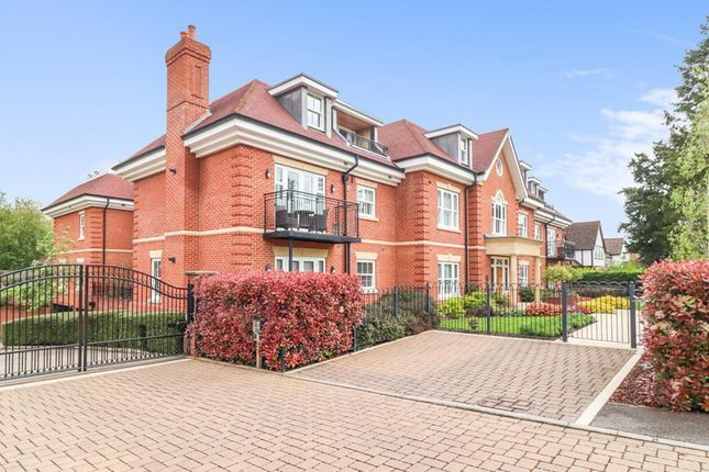 Thumbnail Flat for sale in Abbotswood, Gregories Road, Beaconsfield