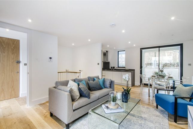 Thumbnail Flat for sale in Larkhall Rise, London