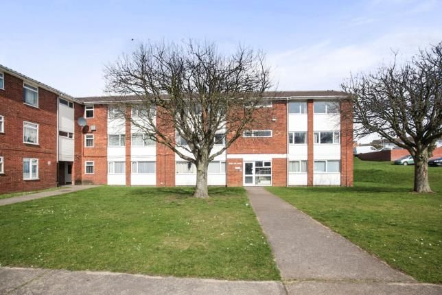2 bed flat for sale in Broad Oak Court, Handcross Road, Luton, Bedfordshire
