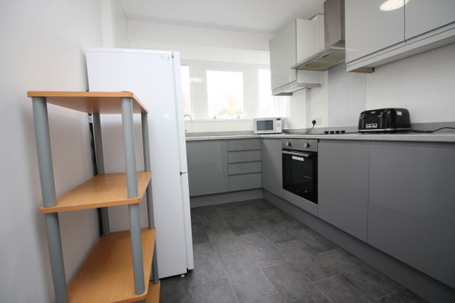 Thumbnail Terraced house to rent in Long Acre Close, Canterbury