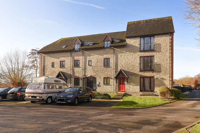 2 bed flat to rent in Lakeside, Ducklington Lane, Witney