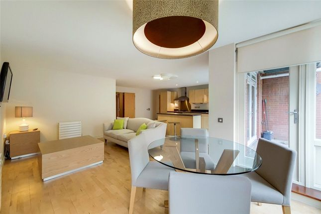 Thumbnail Flat to rent in Queensdale Crescent, London