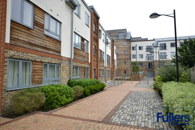 Flat to rent in The Waterfront, Hertford