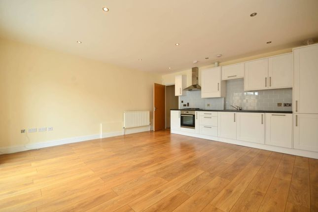 Thumbnail Flat to rent in High Street, Barnet