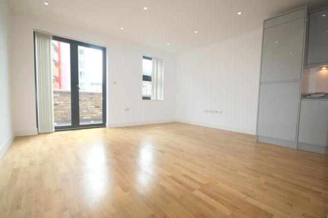 Flat to rent in Oratory Apartments, Canning Town
