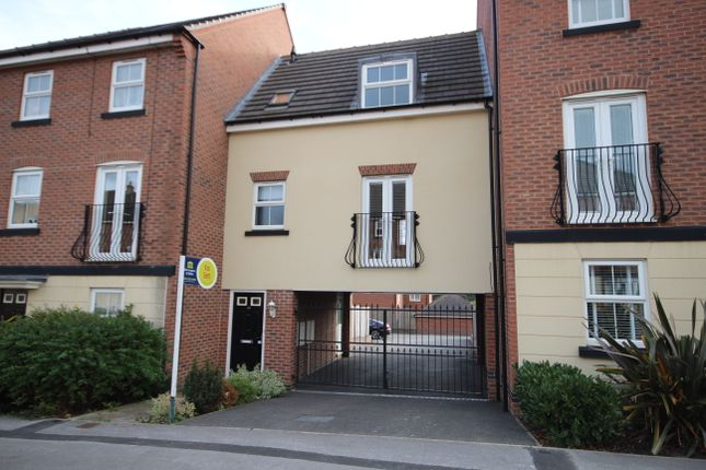 Thumbnail Town house to rent in Blenkinsop Way, Middleton, Leeds