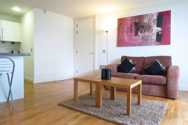 Thumbnail Flat to rent in The Nv Building, 100 The Quays, Salford Quays