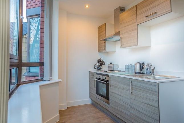 Thumbnail Property to rent in 73 Provincial House, Nelson Square, Bolton