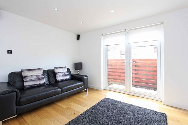 Thumbnail Flat for sale in 185 South Gyle Wynd, Edinburgh