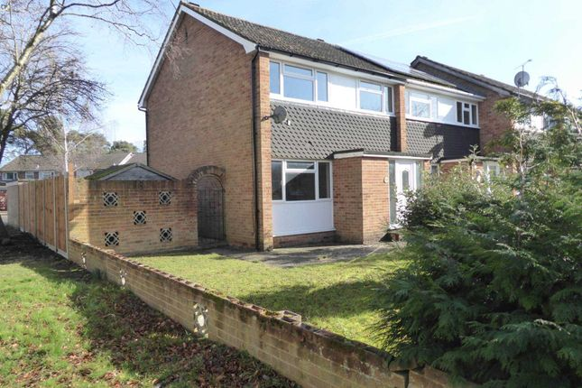 Thumbnail Property to rent in Highgate Road, Woodley, Reading