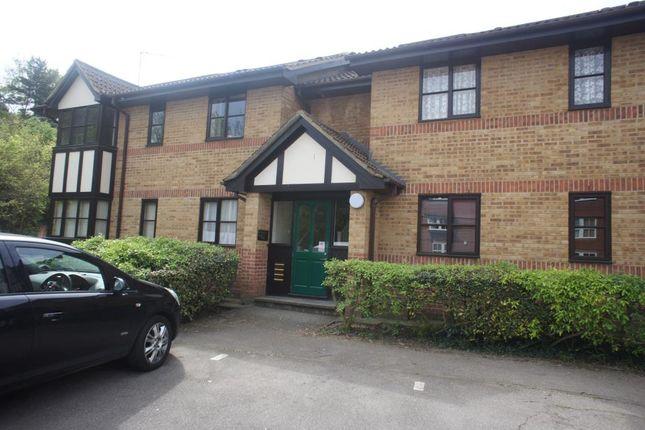 Thumbnail Flat to rent in Osbourne Road, Dartford