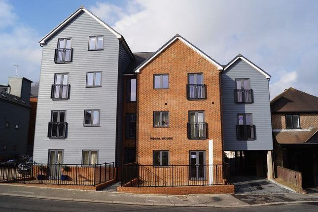 Thumbnail Flat to rent in Cantelupe Road, East Grinstead