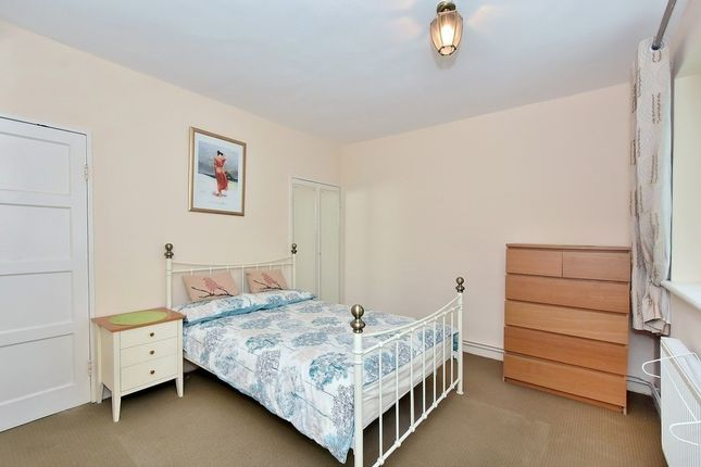 Studio to rent in St Anns Road, Holland Park