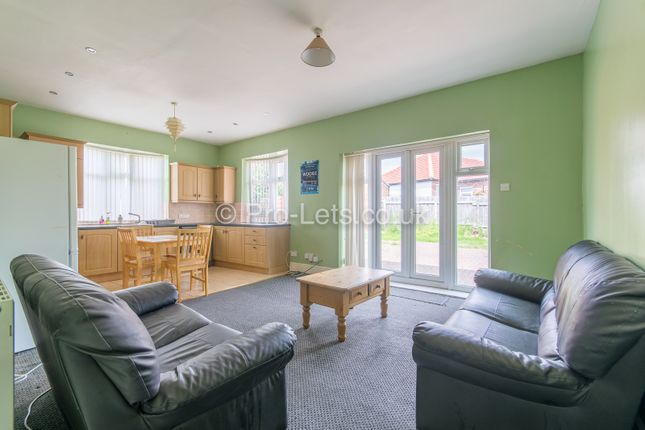 Thumbnail Bungalow to rent in Debdon Gardens, Heaton, Newcastle Upon Tyne