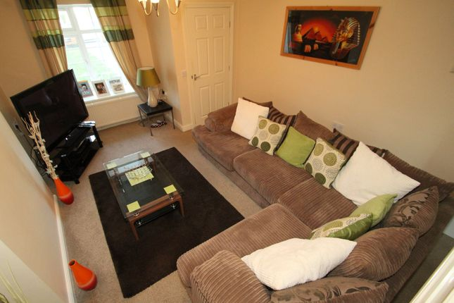 2 bed terraced house to rent in The Square, Earl Shilton, Leicester