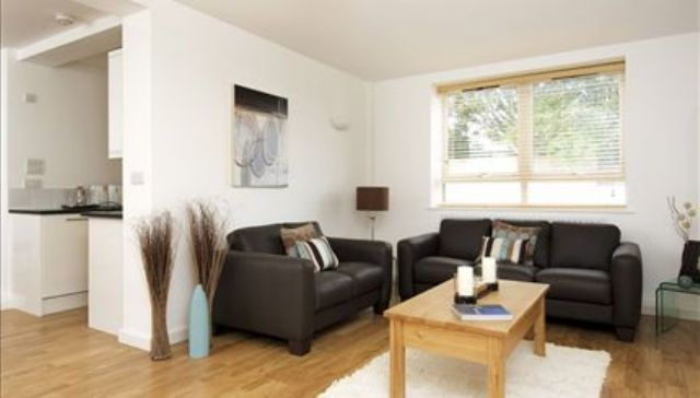 Thumbnail Flat to rent in Kew Bridge Court, Chiswick, London