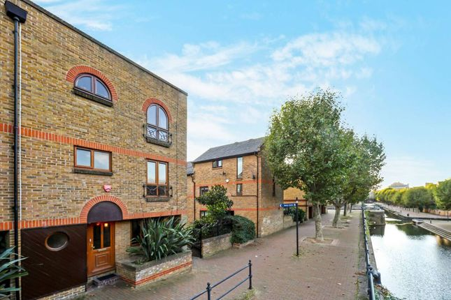 Flat for sale in Portland Square, Wapping, London